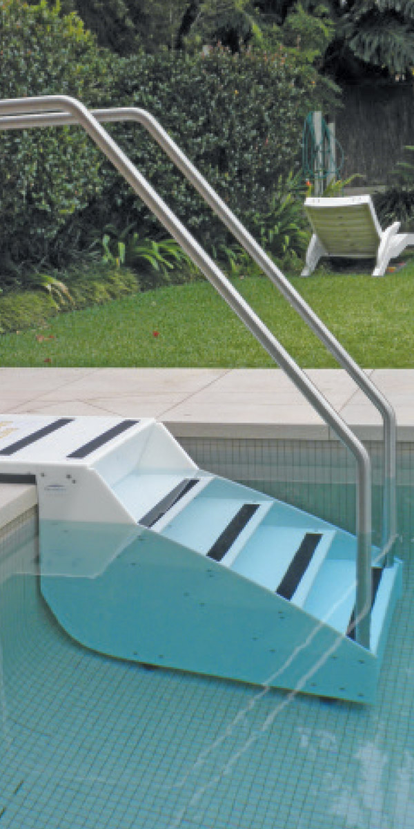 pool-stairs-paramobility